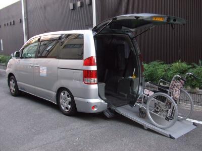 介護タクシーは儲かる《開業資金を投資します》